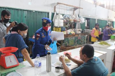 Peduli Sesama, Ditpolairud Polda Jambi Bagikan Masker Kepada Pedagang Modern Angso Duo