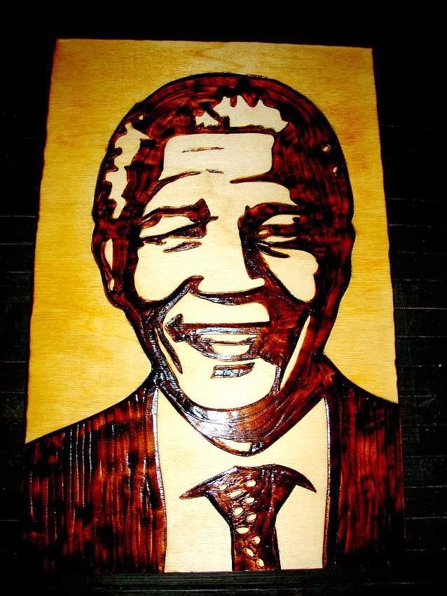 Nelson Mandela em pirogravura