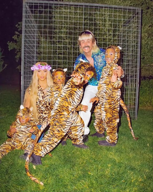 Kim Kardashian fantasia tigre