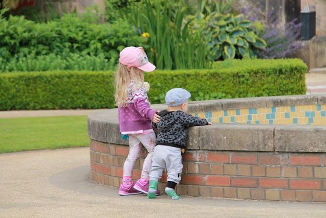 belfast linna ja pienet lapset / Perhematka Irlannissa