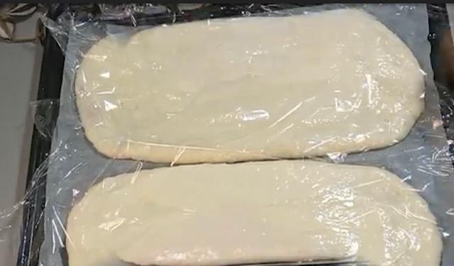 Очень вкусный и простой турецкий хлеб: пористый, с хрустящей корочкой и бесподобным ароматом