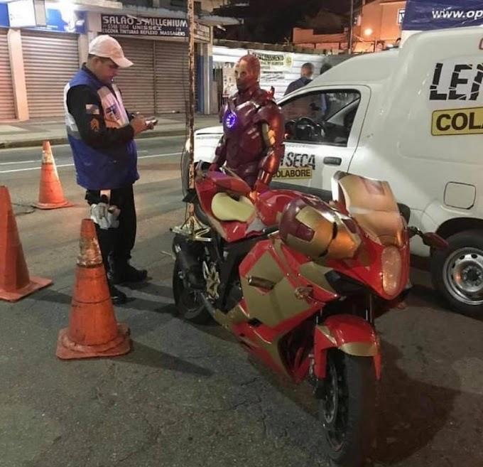 """""""Homem de Ferro'' é multado durante Operação Lei seca no RJ"""