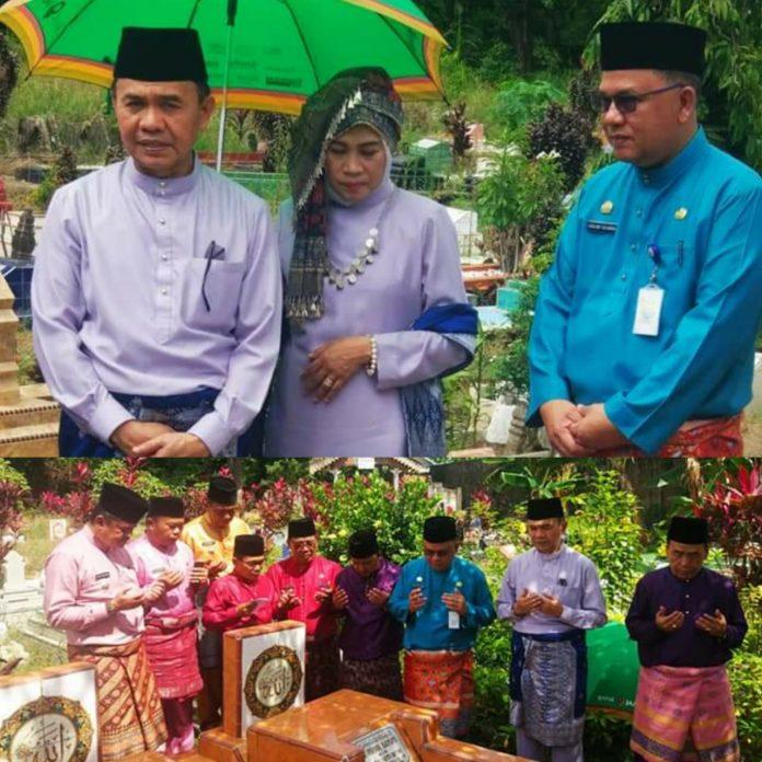 HUT ke-63 Provinsi Jambi, Bupati Adirozal Ziarah ke Makam Mantan Bupati Kerinci
