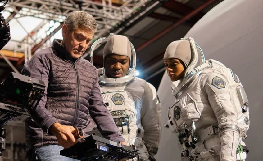 جورج-كلوني-كوكب-الأرض-القطب-الشمالي-فيلم-نيتفليكس--ليلي-بروكس-دالتون-روايةسماء-منتصف-الليل-خيال-علمي-أوغستين-أوغاسطين-عالم-شهير-ايريس-إيريس-الأثير-The-Midnight-Sky-George-Clooney