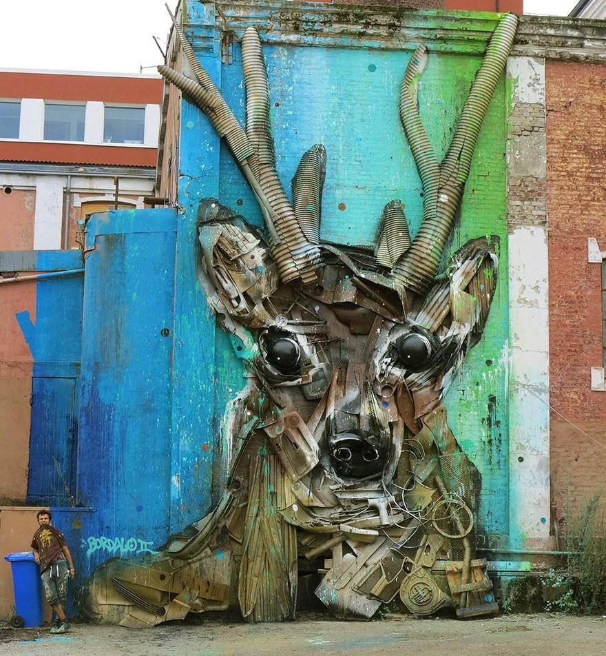 Rusa .. - Seni Lukisan Binatang Menakjubkan Dan Kreatif Dari Bahan Sampah