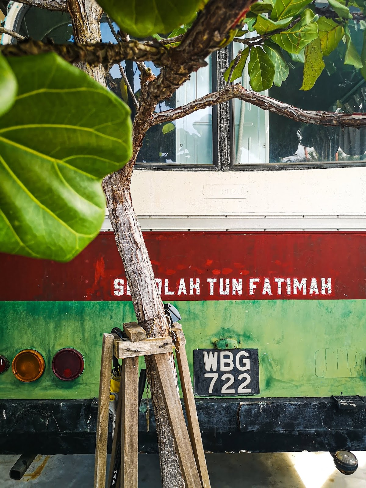 Hanis Ke Sekolah Tun Fatimah, Johor - bas