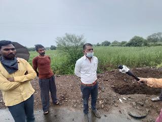 सड़क निर्माण कंपनी ने ग्रामीणों की पेयजल व्यवस्था की पाइप लाइन तोड़ी