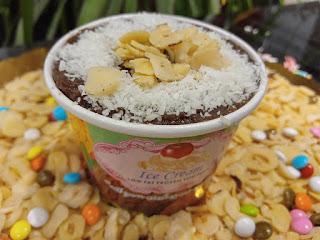 Tarihi Kervansaray Helvacısı menü fiyatları helva fiyatları helva dondurma manisa tatlıcı