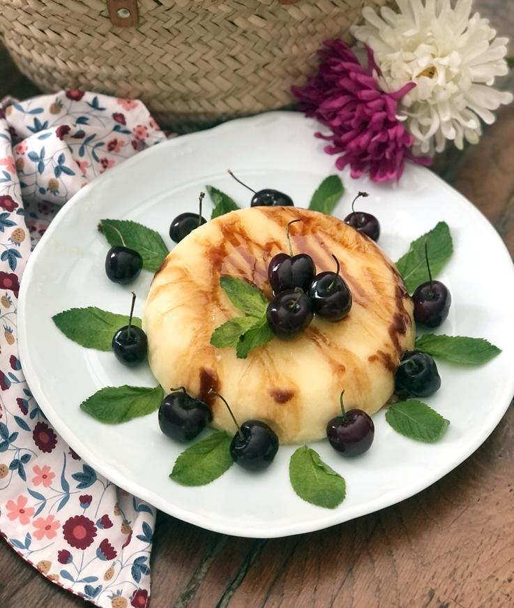 Semifrio de mango con cerezas