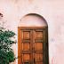 Há portas que nunca se abrirão