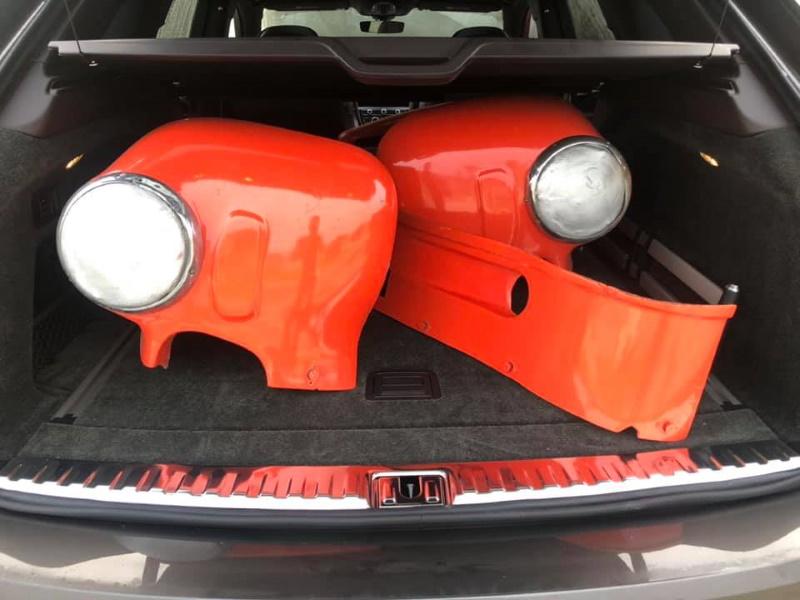 2021 Bentley Bentayga hauling vintage race car