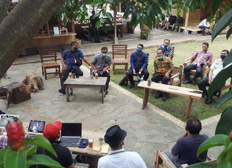 Kunjungan Menkumham Yasonna Laoly ke Alam Santosa, Eratkan Kearifan Budaya Persahabatan Sunda - Nias