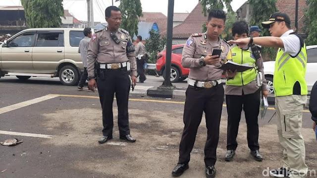 Polda Jatim Olah TKP Truk Angkut Ekskavator Kecelakaan Tewaskan 7 Orang