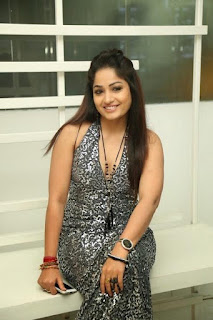 Telugu heroine is set to become the anchor ...?  Pettoccu count on the fingers of many telugammayilu in the Tollywood. Madhavi Latha been in the forefront in the list. Naccavule in Tollywood with the film is the heroine of the entry gates of the kiss with Nani then had a friend in the film. This is done only occasionally, and then selling the films, the films natincakapoyinappatiki his Facebook page from time to time by the fans will be closer to 48 million. She is currently on the small screen, however, will be to become a news anchor made the rounds in Film Nagar. Soon a channel 'Zabardast' comedy show, as will planning. To the program of the telugammayi sampradincarata recently. Along with the show, with some of the show is trying to get back to its former glory in Tollywood, Madhavi Lata. But this news is true heroine in the Telugu short outfit turned hot anchor ANASUYA, Reshmi, srimukhi veltundemo should be in the root of the anchor ..