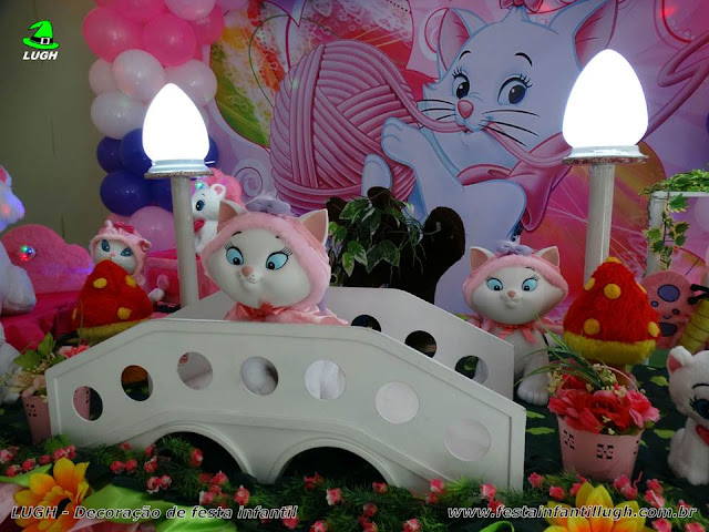 Mesa decorada de aniversário da Gata Marie