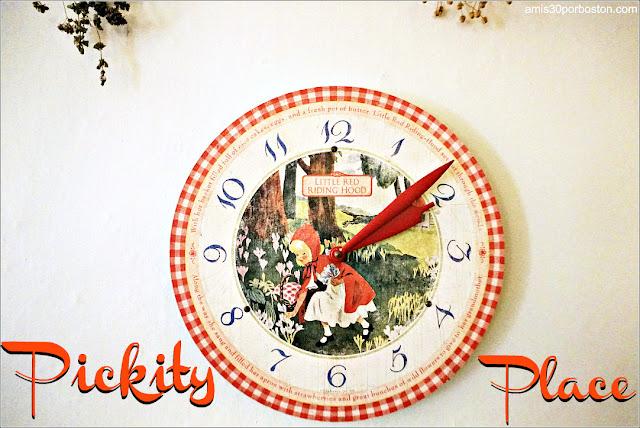 Pickity Place: Almuerzo con Caperucita Roja en New Hampshire