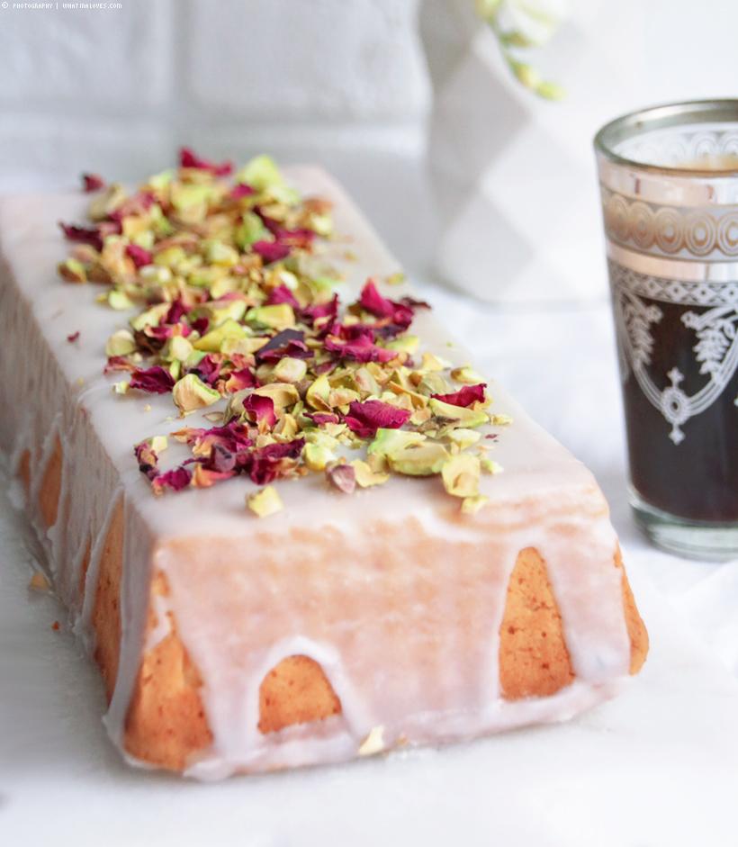 Persian Cake / orientalischer Kuchen mit Kardamom, Mandel & Rose