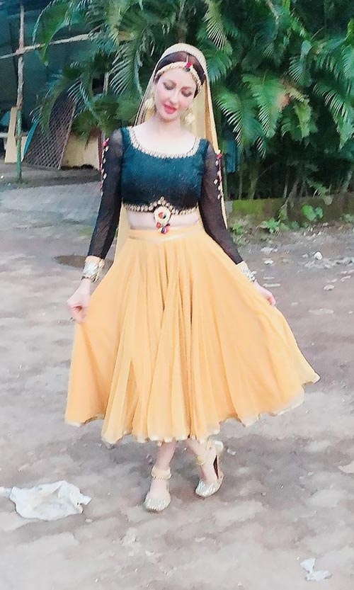 Saumya Tandon indian tv actress bhabhi ji ghar par ahin anita