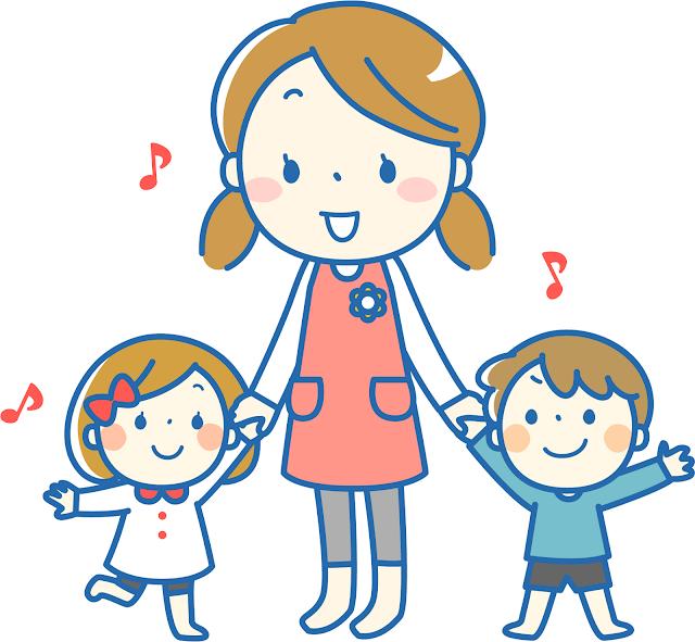 託児所の先生と手を繋いでいる子供二人