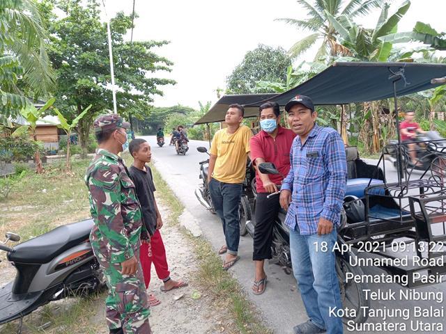 Tak Pilih Kasih, Personel Jajaran Kodim 0208/Asahan Ajak Tukang Becak Jaga Kesehatan Dan Kebersihan Lingkungan