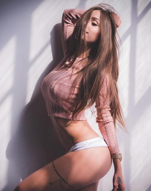 Melanie Pavola bikini
