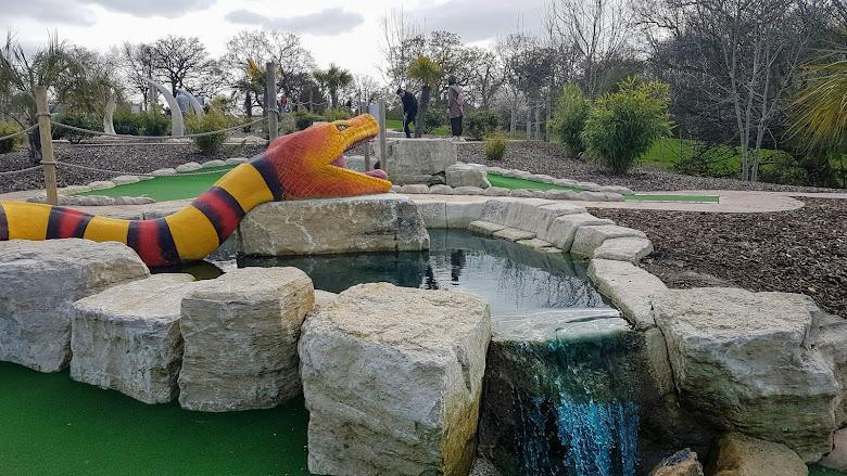 園內的巨蛇造景