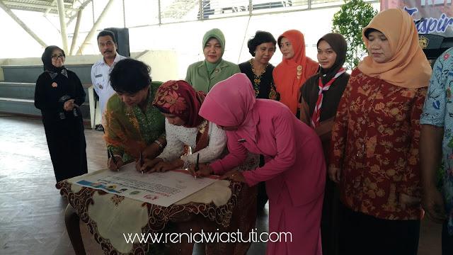 http://www.renidwiastuti.com/2018/04/saya-perempuan-anti-korupsi.html