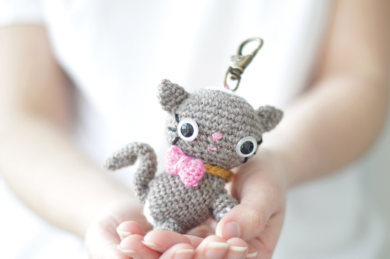 Amigurumi cat kitten premium PDF crochet pattern. Easy to follow and suitable for beginners. The pattern full of pictures and comes with an assembly chart.