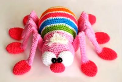 Araña amigurumi tejida en crochet