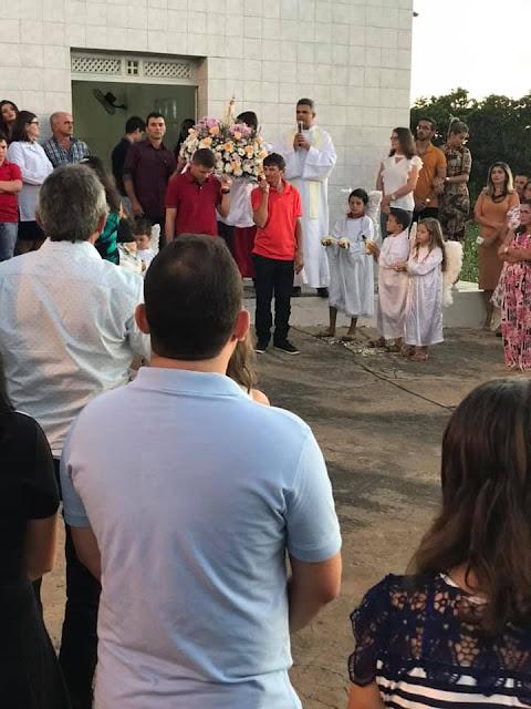 POVOADO MILAGRES CELEBRA FESTA DE NOSSA SENHORA DE FÁTIMA, VEREADOR MAX DE ZÉ DE TOINHO PARTICIPOU DO ATO RELIGIOSO.