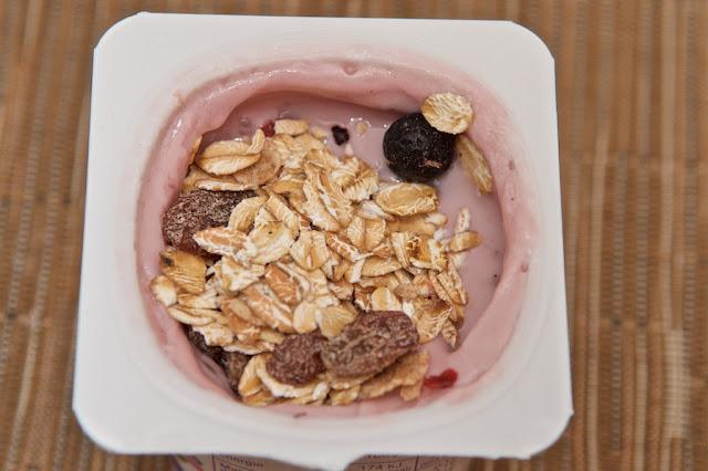 Muesli Superfruits Bjorg - Muesli - Bjorg - Petit-déjeuner - dessert - bio - Raisins - Amandes - Cranberry - Superaliments - Végétarien - Myrtille - Fruits rouges - Cassis - Céréales - Yaourt