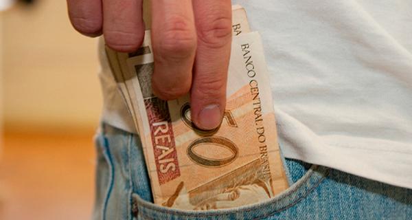 Aprovado auxílio de R$ 600 para o trabalhador informal por três meses