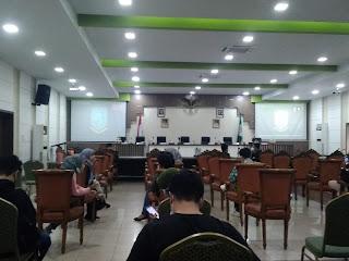 2 Jam Para Insan Media Tunggu Jumpa Pers Terkait Penyekatan PPKM Oleh Pemkot Jambi.
