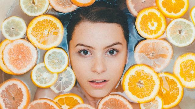 antigiransi-i-tris-top-vitamines-pou-profilassoun-to-derma-apo-ton-ilio