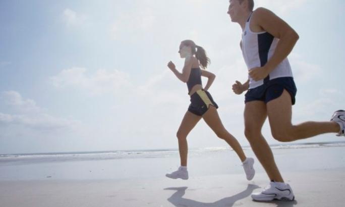 Mana yang Lebih Berbahaya bagi Kesehatan: Malas Olahraga atau Merokok?
