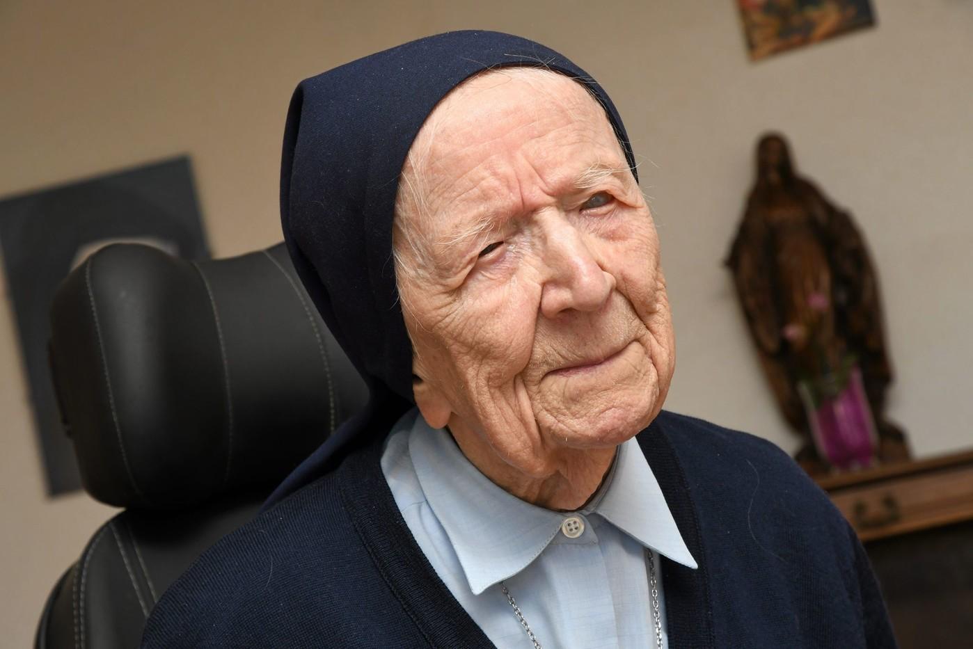 Biarawati Katolik Prancis yang Berusia 117 Tahun Sembuh dari Covid-19
