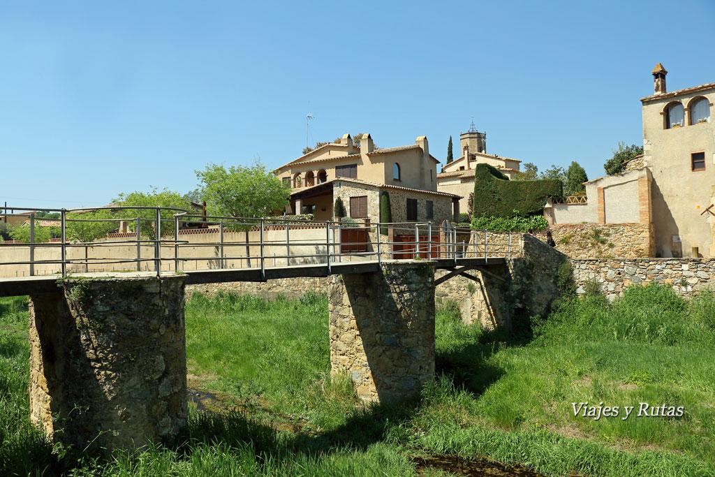 Riera del Rissec e Iglesia de San Genis, al fondo. Monells