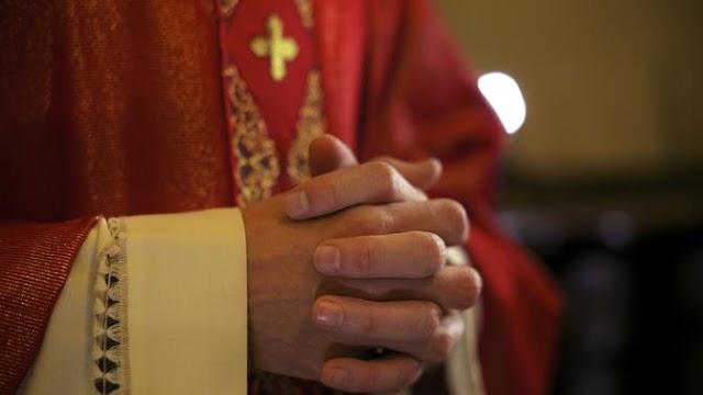 Fegyelmit kap a lelkésznő, aki szerint Jézus akár melegként, avagy romanőként is visszatérhet közénk