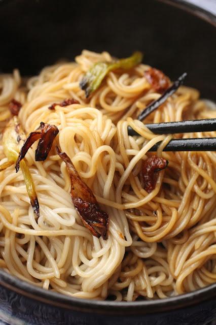 nouilles de shangaï oignons jeunes crevettes