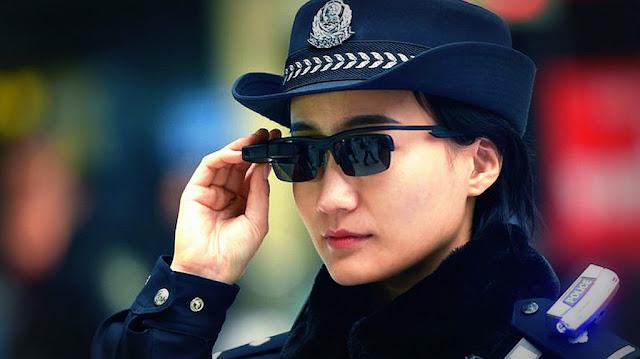 En China la policía usa gafas con reconocimiento facial para identificar sospechosos