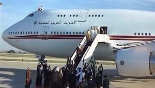 سقوط محمد بن راشد حاكم دبى من على سلم الطائرة لدى وصوله الأردن