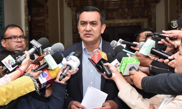Ministro de la Presidencia niega asedio a sedes diplomáticas de México y rechaza denuncia ante la CIJ