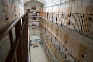 Villepinte : un détenu mineur blesse plusieurs agents
