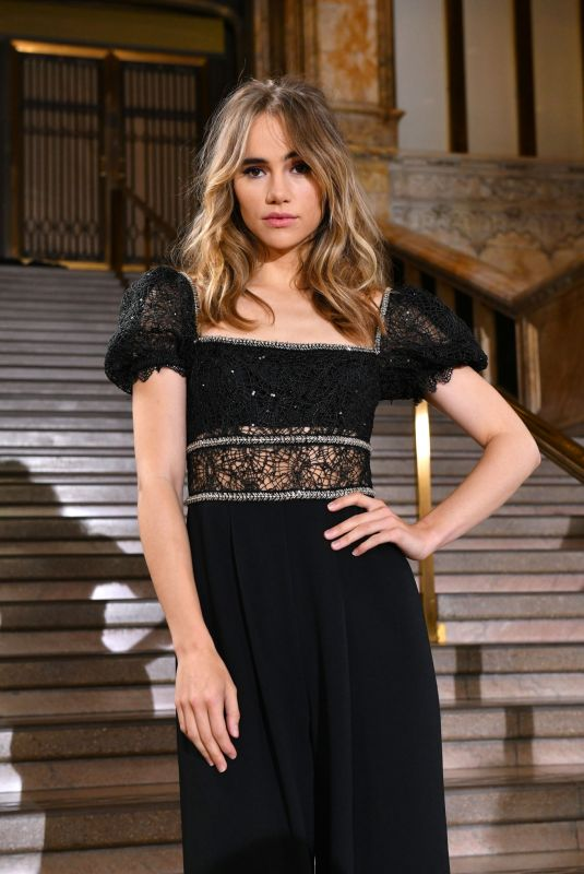 Suki Waterhouse Clicks at Self-portrait Spring/Summer 2020 Fashion Show in New York 7 Sep-2019
