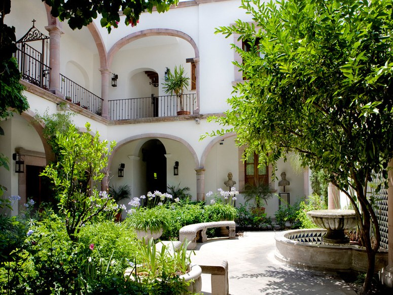 The Whitewashed Walls Of These Spanish Colonial Homes Are As Beautiful  Outside As They Are Inside. It Is Easy To See Why Hollywood Stars Have  Always Adored ...