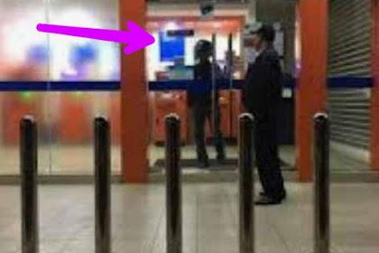 Resiko Ngambil Uang Tengah Malam di Mesin ATM, Seperti Pria Ini Terkunci di Dalam Tidak Bisa Keluar