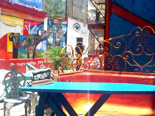Bathtub chair - Havana, Cuba