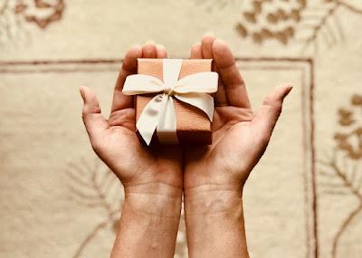 Berbagi hadiah