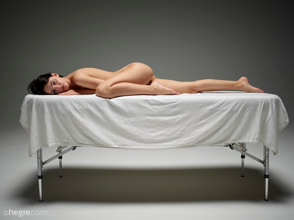 1498985516_ariel-waiting-for-the-masseur-board-image-1920x [Hegre-Art] Ariel - Waiting For The Masseur