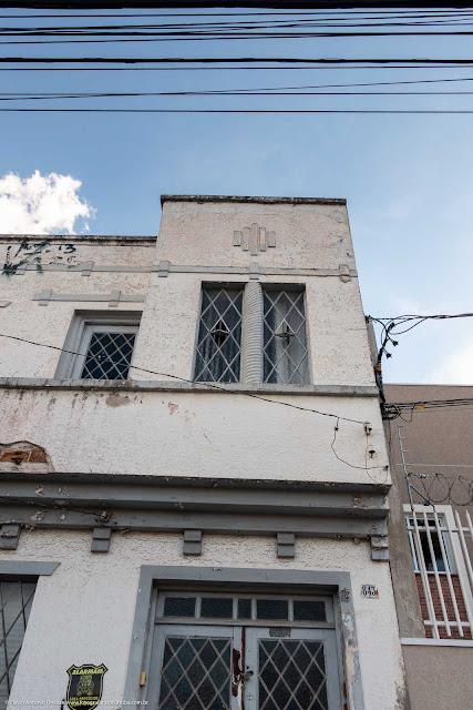 Casa com dois andares na Rua Paula Gomes - detalhe